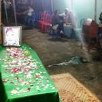 Jenazah Sri Maryani, 40, tenaga kerja wanita (TKW) tewas kecelakaan lalu lintas di Malaysia tiba di rumah duka di Depok RT 003 /RW 004, Manahan, Banjarsari, Selasa (21/6/2016) malam. (Muhammad Ismail/JIBI/Solopos)