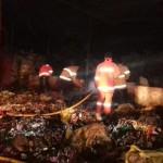 Sejumlah petugas pemadam kebakaran tengah memadamkan kebakaran yang terjadi di pabrik tekstil di Desa Batan, Kecamatan Banyudono, Boyolali, Sabtu (11/6/2016) malam, sekitar pukul 22.30 WIB. (JIBI/Solopos/Istimewa)
