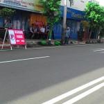 Sejumlah rambu-rambu penataan parkir di Jl. Jenderal Sudirman, depan Pasar Kota Wonogiri dipasang oleh petugas Dishubkominfo, Rabu (29/6/2016). Penataan parkir dilakukan untuk mengantisipasi kemacetan. (Bayu Jatmiko Adi/JIBI/Solopos)