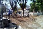Sejumlah pekerja melanjutkan pembongkran trotoar Malioboro. Pengerjaan ini ditargetkan usia H-7 lebaran nanti. (Gilang Jiwana/JIBI/Harian Jogja)