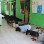 Ketahuan Makan Siang Saat Puasa, 13 Orang di Bogor Dihukum Push Up