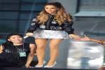 Ariana Grande saat tampil di sebuah acara (looklive.com)