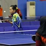 Petenis meja Indonesia Resti (kuning) bertarung melawan Siti Noer Athi dari Malaysia dalam Indonesia open Para table tennis di GOR RM Said, Karanganyar, Kamis (20/7). (JIBI/SOLOPOS/ Sunaryo Haryo Bayu)