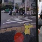 Ilustrasi bermain Pokemon Go (Mashable.com)