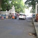 Puluhan PKL menumpuk di Jl. Pakubuwono, Kamis (7/7/2016) siang. Keberadaan mereka dinilai menimbulkan kemacetan lalu lintas dan mengganggu para pengguna city walk. (Irawan Sapto Adhi/JIBI/Solopos)