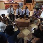 Kepala tim dokter penanganan kesehatan dr Lo Siaw Ging, dr Tri Budi Rahardjo (kedua kanan) didampingi dr Sondang Rexano (Kedua kiri) memberikan keterangan terkait kesehatan dr Lo Siaw Ging kepada wartawan di ruang perawatan Ayodya, RS Kasih Ibu, Solo, Selasa (26/7/2016). Dalam jumpa pers tersebut, tim dokter perawat dan penanganan dr Lo menyatakan kesehatan dokter Lo semakin membaik. (Nicolous Irawan/JIBI/Solopos)