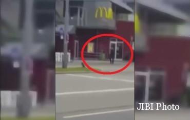 Pelaku penembakan Jerman terekam kamera. (Youtube.com)