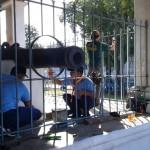 Personel Lanud Adi Soemarmo membersihkan bagian-bagian di Sitihinggil Kidul, kompleks Alun-alun Kidul (Alkid) Keraton Solo, Selasa (19/7/2016) pagi. Mereka tengah melaksanakan karya bakti dalam rangka menyambut Hari Bakti TNI AU ke-69 pada 29 Juli 2019. (Irawan Sapto Adhi/JIBI/Solopos)