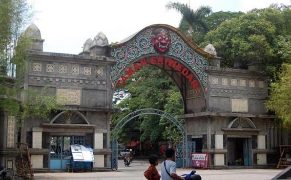 Taman Sriwedari Solo (sumber : jateng.tribunnews.com)