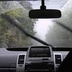 Wiper mobil menyapu air hujan. (Framepool.com)