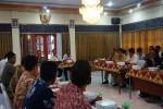Mediasi dilakukan untuk mengatasi polemik antara warga Dusun Blubuk, Sendangsari, Pengasih dan PT Harmak Indonesia karena jalan yang rusak di rumah dinas bupati, Wates Rabu (27/7/2016). (Sekar Langit Nariswari/JIBI/Harian Jogja)