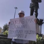 HUKUMAN MATI : Mantan Anggota DPRD Solo Demo Tunggal Prihatin Sikap Habibie