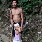 Gadis lima tahun setiap hari antar bapaknya yang tunanetra bekerja. (Istimewa)