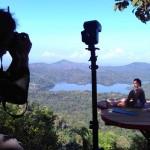 Seorang pengunjung Kalibiru berfoto di salah satu wahana obyek wisata alam Kalibiru, Desa Hargowilis, Kecamatan Kokap, Kulonprogo, Jumat (8/7/2016). (Rima Sekarani I.N/JIBI/Harian Jogja)