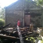 Sejumlah barang milik milik Sudadi, warga Dukuh Ngemplak, Desa Dompyongan, Jogonalan hangus setelah rumahnya terbakar, Senin (4/7/2016) malam. (Taufiq Sidik Prakoso/JIBI/Solopos)