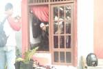 Kondisi kantor DPC PDIP di Jalan Lingkar Timur, Trirenggo, Bantul, Minggu (31/7/2016). Pelemparan batu yang dilakukan oleh oknum beratribut PPP tersebut menyebabkan kaca gedung pecah namun atas kejadian tersebut tidak sampai menyebabkan korban jiwa. (Ist)