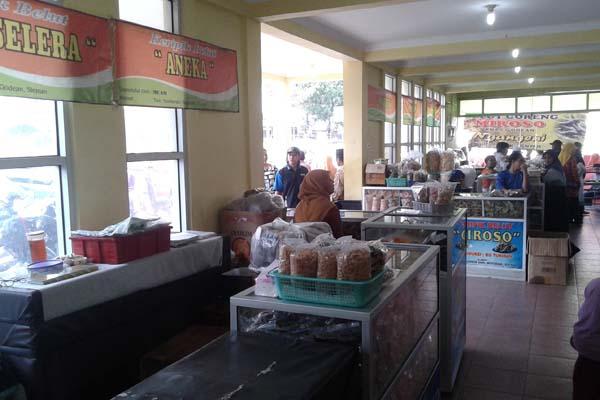 Suasana pusat kuliner belut Godean, Minggu (17/7/2016). (Abdul Hamid Razak/JIBI/Harian Jogja)