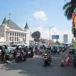 Kendaraan berhenti di traffic light simpang tiga Prambanan, Minggu (3/7/2016) siang. Kondisi arus lalu lintas pada H-3 Lebaran di Klaten masih ramai lancar. (Taufiq Sidik Prakoso/JIBI/Solopos)