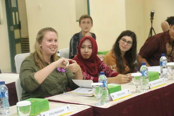 Salah satu diskusi yang dilakukan dalam program Understanding Islam in Indonesia, yang diikuti belasan mahasiswa Flinders University dan UII. (foto istimewa)
