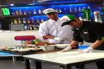 Chef Hotel Ibis Styles Jogja menunjukkan cara pembuatan pizza @Styles Pizzeria, Rabu (20/7/2016). (Bernadheta Dian Saraswati/JIBI/Harian Jogja)
