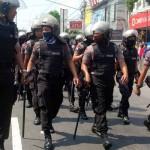 Ratusan aparat kepolisian berjaga di depan Asrama Mahasiswa Papua di Jalan Kusumanegara Jogja, Jumat (15/7/2016). (Ujang Hasanudin/JIBI/Harian Jogja)