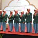 Anak-anak panti asuhan yang hadir dalam acara buka bersama di Sahid Jaya Yogyakarta Hotel & Convention tampil menyanyi akapela di hadapan para tamu, Jumat (24/6/2016). (Foto istimewa)