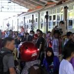 NATAL DAN TAHUN BARU : 80% Tiket KA Akhir Tahun Ludes, PT KAI Siapkan Kereta Tambahan