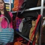 Pemilik outlet Tas Kerajinan Jogja, Ria Rizky Kurniasari menunjukkan tas rajut yang dijual di outletnya di Prawirodirjan gm II/345 Jogja, Selasa (26/7/2016). (Bernadheta Dian Saraswati/JIBI/Harian Jogja)