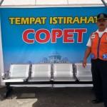 Petugas keamanan dan ketertiban UPTD Terminal Tirtonadi, Ahmad Muhailil Churi, 51, berpose di dekat tempat istirahat copet di Terminal Tirtonadi (Mahardini Nur Afifah/JIBI/Solopos)
