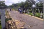Jembatan Kali Opak yang berada di Dusun Panggung Cangkringan kondisinya memprihatinkan. Selain banyak aspal yang mengelupas, jembatan yang menjadi jalan alternatif dan menghubungkan desa-desa di wilayah Cangkringan-Pakem itu tidak terawat dengan baik.(Abdul Hamid Razak/JIBI/Harian Jogja)