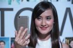 Seorang model memeragakan swa foto dengan perangkat OPPO F1s. (JIBI/Harian Jogja/IST.Oppo)