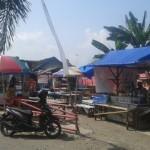 Pedang Pasar Krempyeng Semanggi, Pasar Kliwon, Solo nekat melanggar ketentuan Pemkot dengan menggunakan tenda untuk berjualan, Senin (29/6/2016). (Irawan Sapto Adhi/JIBI/Solopos)