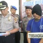 Tersangka pembunuhan Daliyem, Lardiyanto (kanan), memberi keterangan kepada wartawan saat gelar tersangka dan barang bukti di Mapolres Wonogiri, Senin (1/8)/2016). (Rudi Hartono/JIBI/Solopos)