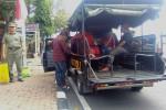 Sejumlah anak diamankan petugas Satuan Polisi Pamong Praja (Satpol) Kabupaten Kulonprogo pada operasi penertiban anak jalanan di depan Terminal Wates, Kulonprogo, Senin (15/8/2016). (Rima Sekarani I.N./JIBI/Harian Jogja)