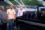 Wakil Ketua Komisi IV Dewan Perwakilan Rakyat (DPR) RI, Siti Hediati Soeharto menyerahkan bantuan alat dan mesin pertanian (alsistan) berupa 30 traktor dan 15 mesin pompa air di kawasan Waduk Sermo, Kulonprogo, Jumat (26/8/2016). (Rima Sekarani I.N./JIBI/Harian Jogja)