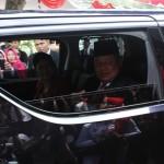 Presiden RI ke-6 Susilo Bambang Yudhoyono beserta istri Ani Yudhoyono saat di mobil setelah mengikuti kegiatan upacara bendera Hari Kemerdekaan RI ke-71 di Pendapa Pemkab Pacitan, Rabu (17/8/2016). (Abdul Jalil/JIBI/Madiunpos.com)