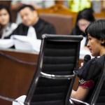 Saksi ahli psikiatri forensik RSCM Natalia Widiasih Rahardjant i (kanan) memberikan keterangan pada persidangan terdakwa kasus pembunuhan Wayan Mirna Salihin, Jessica Kumala Wongso (kiri) di Pengadilan Negeri Jakarta Pusat, Jakarta, Kamis (18/8). Sidang tersebut menghadirkan saksi ahli psikiatri Natalia Widiasih Rahardjanti . (JIBI/Solopos/Antara/Hafidz Mubarak A)