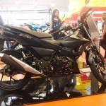 Tampak kanan Suzuki Satria F150 Black Predator. (Facebook.com)