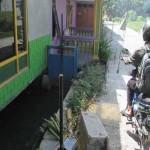 Seorang pengendara motor melintas di sebelah rumah yang berdiri tepat di atas saluran irigasi, Selasa (23/8/2016) (Irwan A. Syambudi/JIBI/Harian Jogja)