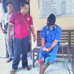 Tersangka pencuri motor Purwanto (kanan) saat ditanyai petugas di Mapolres Boyolali, Senin (22/8/2016). (Aries Susanto/JIBI/Solopos)
