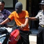 Tersangka penipuan dengan memasang iklan lowongan pekerjaan di internet yang beroperasi di wilayah Kota Madiun ditangkap aparat Polresta Madiun, Kamis (11/8/2016). (Istimewa)