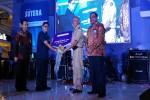 Bupati Sleman, Sri Purnomo (dua kanan) didampingi Direktur Utama Bank BPD DIY, Bambang Setiawan (kanan) menyerahkan kunci secara simbolis kepada pemenang undian Tabungan Sutera dan Sutera Emas 2016 yang diwakili Pemimpin Cabang Pembantu Condongcatur, Fendi Muryawan (dua kiri) di Jogja City Mall, Selasa (30/8/2016). ( Bernadheta Dian Saraswati/JIBI/Harian Jogja)