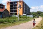 Seorang anak sedang berlari di jalan menuju Rusunawa Karangrejek, Wonosari. Pemkab sudah mulai menyiapkan payung hukum untuk rusunawa, sehingga saat akan dioperasikan bisa langsung dilakukan. Foto diambil beberapa waktu lalu. (David Kurniawan/JIBI/Harian Jogja)