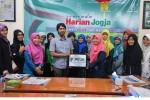 Santri Ponpes Al Luqmaniyyah Belajar Jurnalistik di Harian Jogja