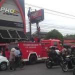 Kecelakaan kerja terjadi di sebuah baliho Jalan Godean, Tegalrejo, Kota Jogja, Kamis (25/8/2016) siang. (Foto oleh akun facebook APriyanto Si Jupiter Merah di grup info cegatan jogja)