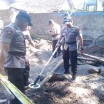 Tim gegana Polda DIY saat melakukan penyisiran dilokasi penemuan bahan peledan di daerah Rejodani 2 Sariharjo, Ngaglik, Sleman, Rabu (24/8/2016). (Yudho Priambodo/JIBI/Harian Jogja)