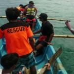Beberapa anggota SAR menggunakan kapal jukung melakukan pencarian santri hilang di kawasan Pantai Wediombo, Rabu (14/9/2016). (IST/SAR Satlinmas Wilayah I Gunungkidul)