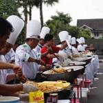 AKSI SOSIAL : Hartono Mall Gelar Masak dan Makan 3.000 Nasi Goreng Bersama ICA