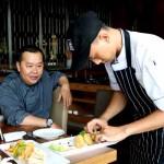 Chef Benny Daniel (duduk) bersama Sous Chef Agus Prasetio (berdiri) (JIBI/Harian Jogja/dok. Harper Mangkubumi Jogja)