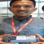 Marketing Virtual Store Manger Alfamart Agung Nugroho ketika menunjukkan toko virtual Alfamind di Bumbu Desa, Jogja, Kamis (22/9). (Harian Jogja/Kusnul Isti Qomah)